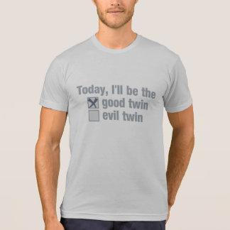 Bueno contra la camisa gemela malvada - elija el e