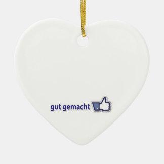 bueno hecho adorno navideño de cerámica en forma de corazón
