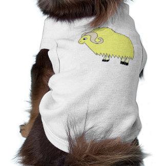 Buey amarillo con los cuernos encrespados playera sin mangas para perro