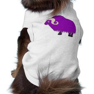 Buey púrpura con los cuernos encrespados playera sin mangas para perro