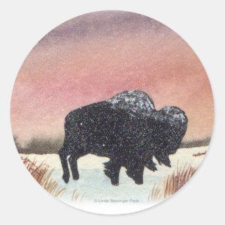 Búfalo de la puesta del sol pegatinas redondas