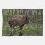 Búfalo y bosque corrientes, el diseño de los Bison Toalla De Mano