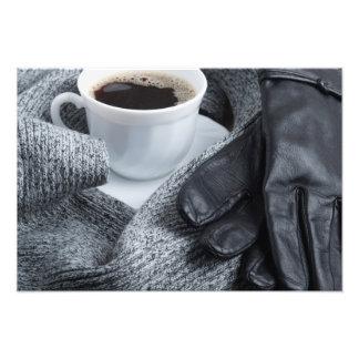 Bufanda gris de las lanas y guantes de cuero fotografía