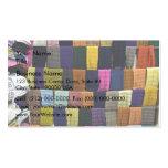 Bufandas coloridas en la exhibición plantilla de tarjeta personal