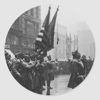 """""""Buffalo"""" Soldiers Returning Colors - 1919 Classic Round Sticker"""