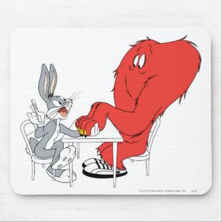 Bugs Bunny e hilo de araña 2 Alfombrilla De Raton