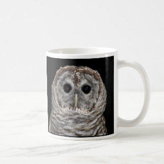 Búho barrado taza clásica