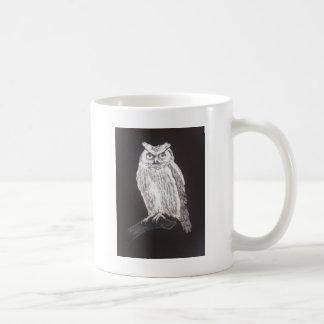 búho blanco y negro taza clásica