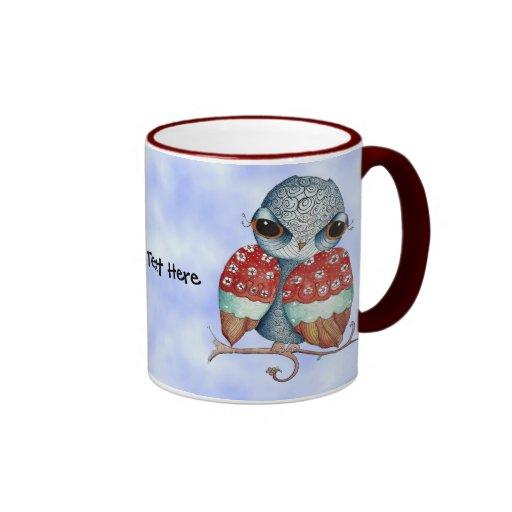 Búho caprichoso con la taza de café de la actitud