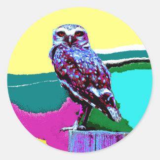 Búho colorido en un poste Posterization Pegatina Redonda