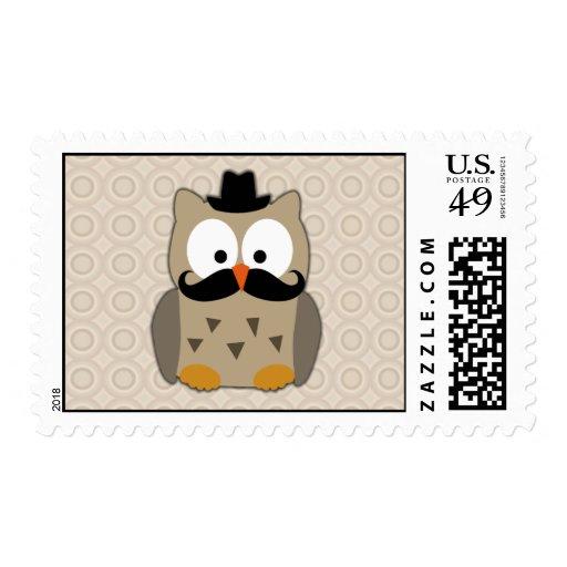Búho con el bigote y el gorra timbre postal