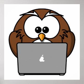 Búho con el ordenador portátil impresiones