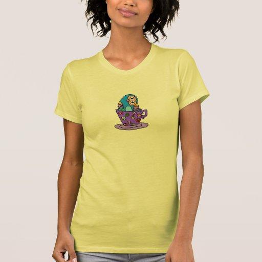 Búho curioso en una taza de té camisetas