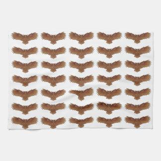 Búho de Brown con las alas Outstretched Toallas De Cocina