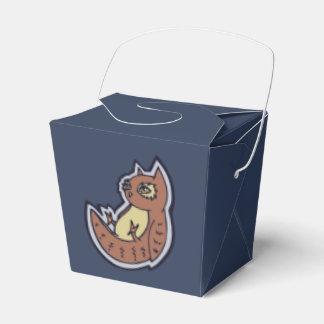 Búho de cuernos en su diseño ligero trasero del cajas para regalos de boda