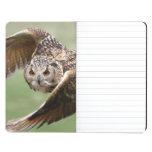 Búho de Eagle en vuelo Cuaderno Grapado