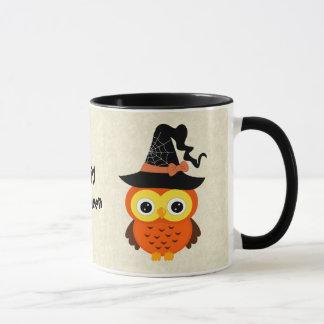 Búho de Halloween con el gorra de la bruja Taza