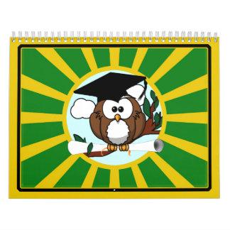 Búho de la graduación con colores de la escuela calendario