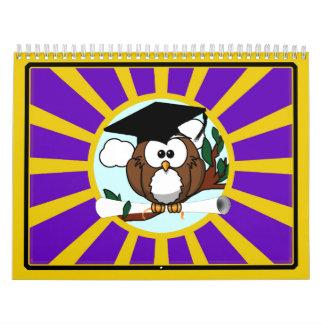 Búho de la graduación con colores de la escuela de calendario