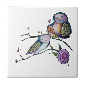 Búho de la madre y del bebé en una rama de árbol azulejo cuadrado pequeño