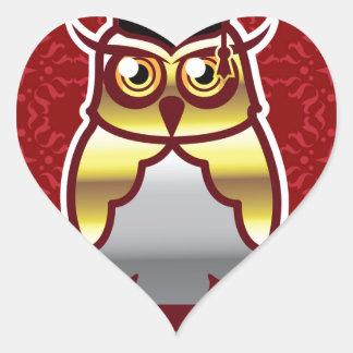 Búho de oro en fondo real pegatina en forma de corazón