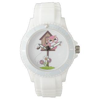 Búho de pitido y Birdhouse rosados lindos Relojes