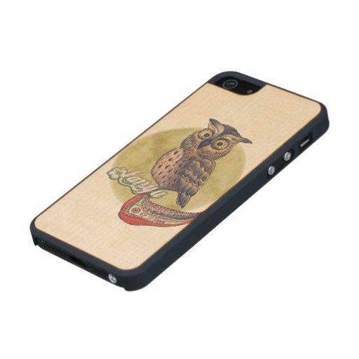 Búho de Scops con iPhone del iPhone de la canoa 5