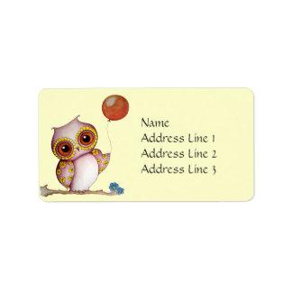Búho del bebé con la etiqueta de dirección del