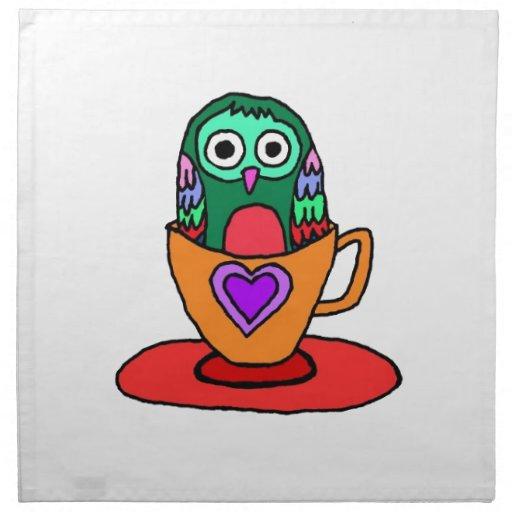 Búho del bebé en una taza de té servilleta de papel