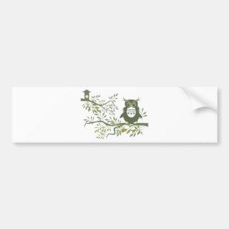 Búho del ~ del búho 3 que se sienta en rama de árb etiqueta de parachoque