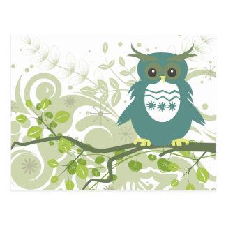 Búho del ~ del búho que se sienta en rama de árbol postales