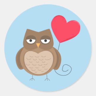 Búho del día de San Valentín lindo Pegatina Redonda