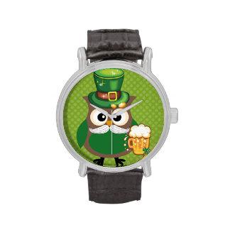 Búho del día de St Patrick Reloj