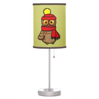 búho del dibujo animado con el gorra y la bufanda  lámpara de mesa