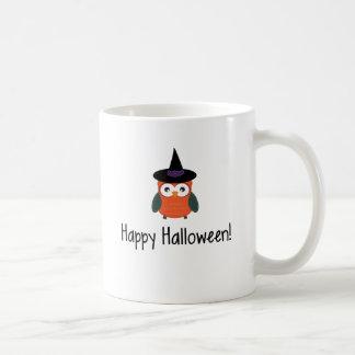 Búho del feliz Halloween en traje Taza
