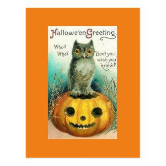 Búho del vintage en la postal de Halloween de la