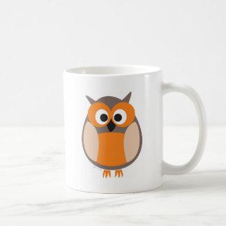 Búho divertido el mirar fijamente taza de café