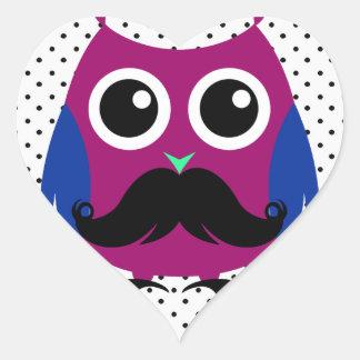 Búho divertido retro con el bigote del manillar pegatina en forma de corazón