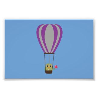 Búho en globo de aire caliente con un lollipop foto