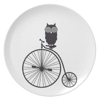búho en la bicicleta vieja del vintage platos para fiestas
