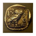 Búho en moneda del griego clásico azulejo