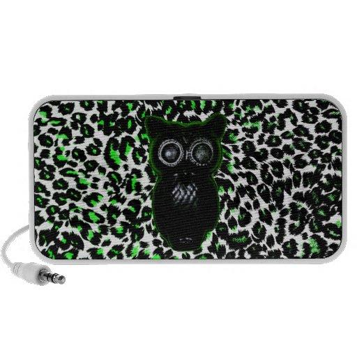 Búho en puntos verdes del leopardo laptop altavoz