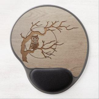 Búho en un diseño grabado árbol alfombrilla para ratón de gel