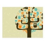 Búho en un miembro de árbol postales