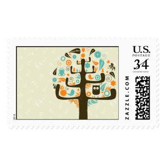 Búho en un miembro de árbol sello postal
