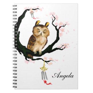 Búho en un Sakura Note Book