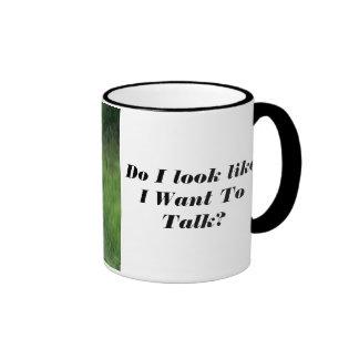 Búho enojado ninguna taza de café que habla