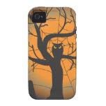 Búho fantasmagórico en un cementerio el Halloween iPhone 4/4S Carcasas