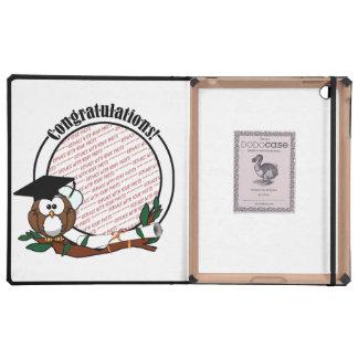 Búho lindo de la graduación del dibujo animado con