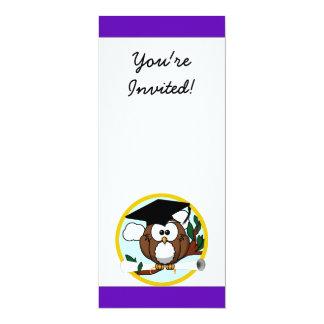 Búho lindo de la graduación del dibujo animado con anuncio personalizado